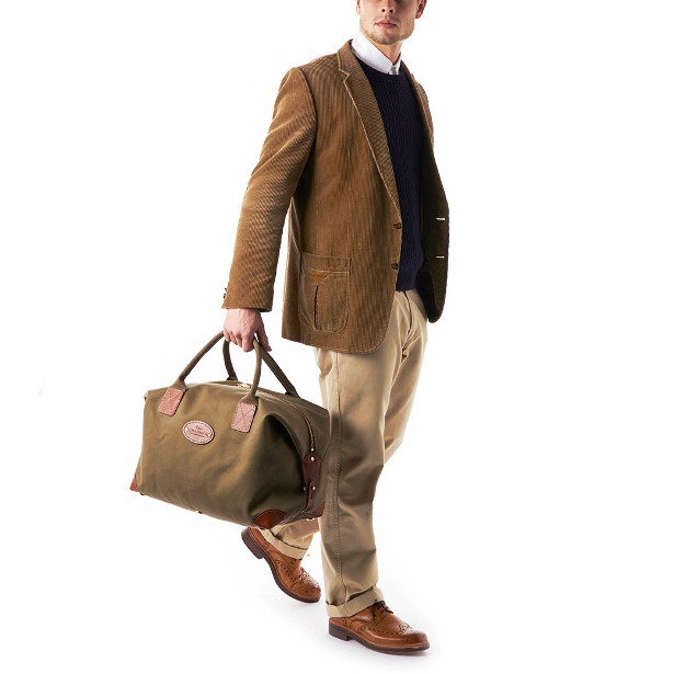 A popular size in our handsome canvas holdall design. Ideal size for a long  weekend or a week s holiday. Also suitable as a carry on bag. 30f19289c5