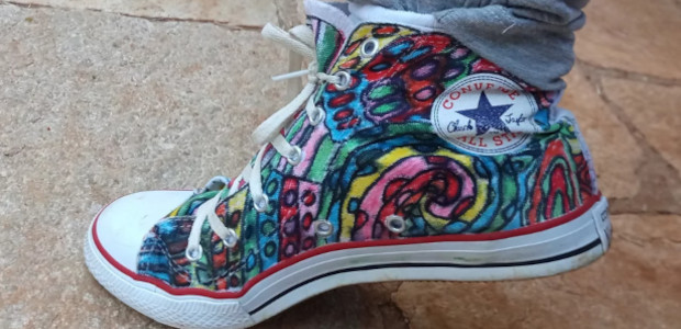 Custom shoes that be great for Christmas. They're beautiful colorful and fun. Here is the website www.poza.store